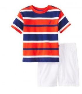 Conjunto camiseta y bermudas de Nautica
